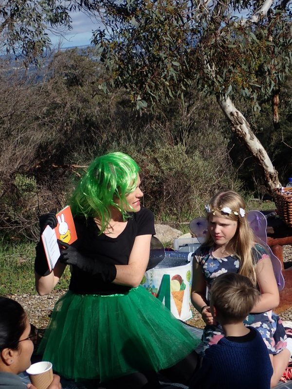 Famly day walk for toddlers on Lesmurdie Brook